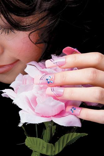 在家也能DIY美甲 做出今年最流行的4大漂亮指甲_Y2OOO.COM第1张