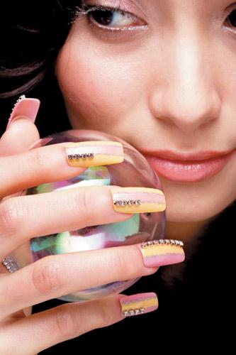 在家也能DIY美甲 做出今年最流行的4大漂亮指甲_Y2OOO.COM第2张