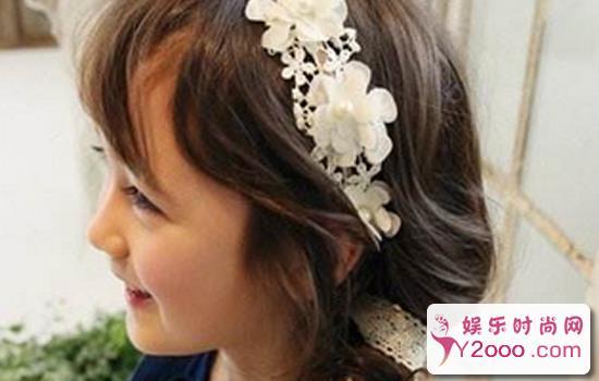 简单小女孩舞台盘发发型图片_Y2OOO.COM第1张