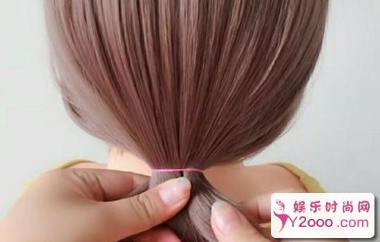 女孩短发低丸子头步骤教程图解_Y2OOO.COM第1张