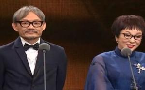 星闻:金马评审主席陈国富和戏骨徐枫为最佳剧情片颁奖