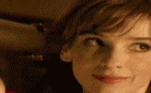 色你妹gif动态图片:女生丁字裤用来扎头发的另类功能