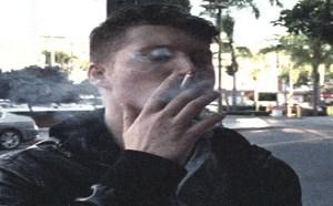 搞笑动态图片笑死人:穿过抽烟人群或者是恶气息物体时候的表情