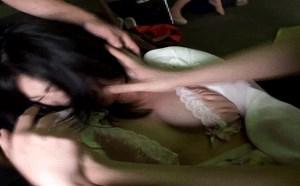 邪恶动态gif图片:浑蛋,不许你们这样虐待我女神