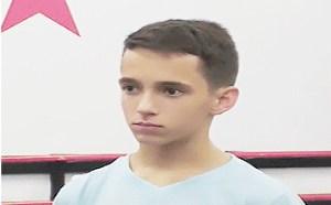 邪恶动态gif图片:少年的心灵一定受到了沉重的打击
