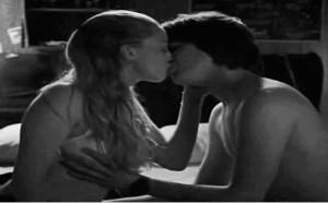 坐爱高朝动态图片:接吻的时候,你手不能乱动