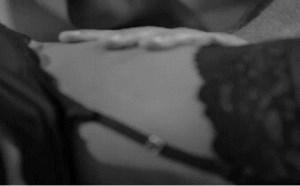 社会百态邪恶图片:红唇白色透视内内无限