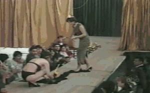 没内涵邪恶gif:女人无意曝光的裙子,总是那么神采飞扬