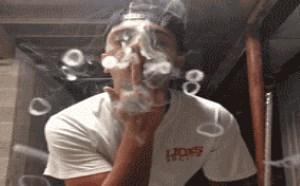 搞笑动态图片笑死人:抽烟的最高境界,达不到的就把烟戒了吧