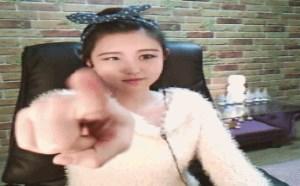 邪恶gif动态图片:韩国人气美女主播李由美可爱卖萌gif动态图大全