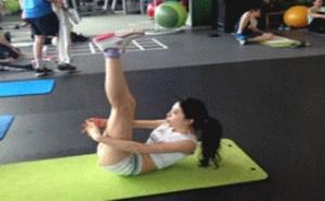 没内涵邪恶gif:健身房美女健身gif动态图片合集