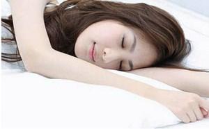 """实践证实""""睡觉美容整形十法"""",晨起一定容光焕发"""
