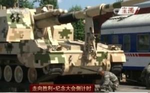 军情观察室:首批履带重型装备装上火车