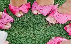 将成熟与青春糅合在一起的婚鞋,象征着女孩变成女人婚礼