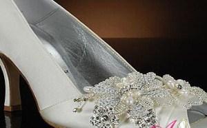 一双华丽的婚礼鞋将承托起你一生最美丽的时刻