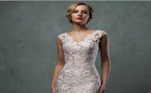 香槟金的底衬,带给新娘们梦幻婚纱礼服。