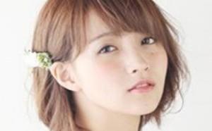 短发缺少造型感和美感 配上小发饰变得更美丽动人