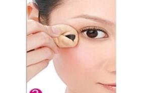 出门前巧用化妆技巧 快速消除鱼尾纹的方法步骤