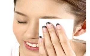 卸眼妆的正确方法步骤图解