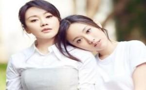 47岁闫妮携女儿拍写真两人似姐妹 网友称比女儿还美