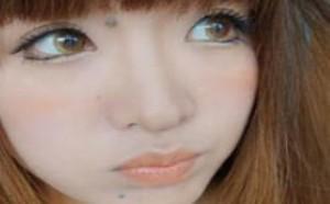 如何粘贴假睫毛化身混血大眼美女