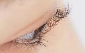 怎样刷睫毛膏能刷成一根根分明又卷又翘的睫毛