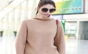 驼色毛衣搭配什么颜色的下装?