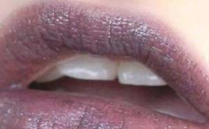 唇色偏紫色选择什么口红?适合紫色唇色的人的口红