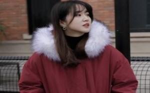 红色羽绒服怎么穿出甜美小女人味