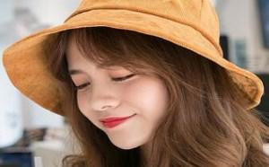 春季姜黄色渔夫帽搭配什么衣服才能美出天际