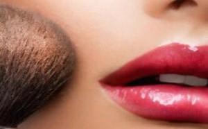 化妆脸上搓泥是什么原因导致的