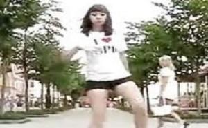 德国性感美女街头光脚丫自拍曳步舞太好看了